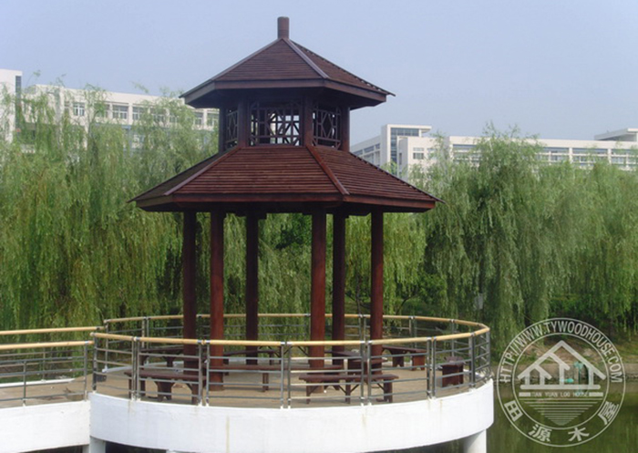 广州大学城仿古双层六角亭